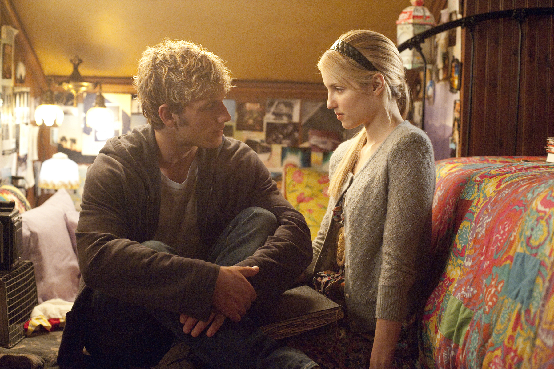 http://alexthebeast.files.wordpress.com/2011/01/alex-pettyfer-and-diana-agron-in-i-am-number-four_2.jpg